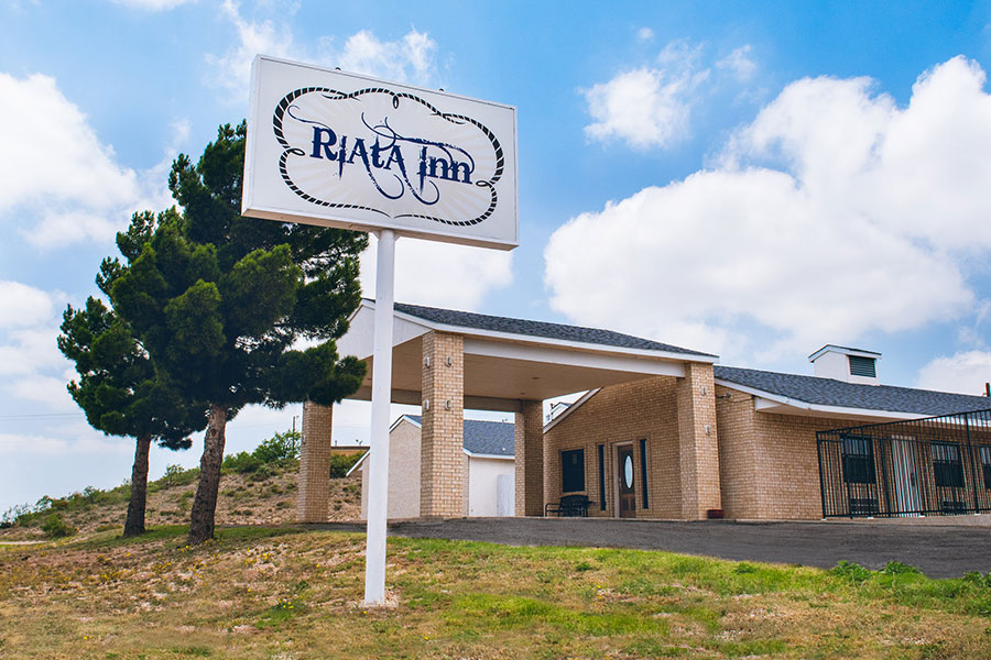 exterior building and sign of Riata Inn Rankin